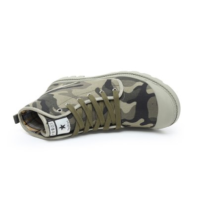 Men Stylish High Top Camo Canvas / Skateboarding ShoesCasual Shoes<br>Men Stylish High Top Camo Canvas / Skateboarding Shoes<br><br>Closure Type: Lace-Up<br>Features: Anti-slip<br>Gender: Men<br>Package Contents: 1 x Pair of Shoes<br>Package size: 33.00 x 24.00 x 13.00 cm / 12.99 x 9.45 x 5.12 inches<br>Package weight: 1.1200 kg<br>Product weight: 0.9000 kg<br>Season: Spring, Summer, Autumn<br>Sole Material: Rubber<br>Type: Skateboarding Shoes<br>Upper Height: High