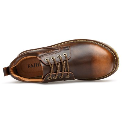 Working / Casual Leather Shoes for MenCasual Shoes<br>Working / Casual Leather Shoes for Men<br><br>Contents: 1 x Pair of Shoes<br>Materials: Genuine Leather, Rubber<br>Outsole Material: Rubber<br>Package Size ( L x W x H ): 33.00 x 22.00 x 11.00 cm / 12.99 x 8.66 x 4.33 inches<br>Package Weights: 0.77kg<br>Seasons: Autumn,Spring,Winter<br>Style: Leisure, Casual<br>Type: Casual Shoes<br>Upper Material: Leather