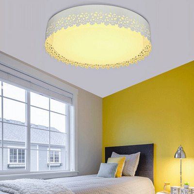 Modern Simple Round Acrylic Ceiling Lamp 220VFlush Ceiling Lights<br>Modern Simple Round Acrylic Ceiling Lamp 220V<br><br>Beam Angle: 360 degree<br>Features: Remote-Controlled<br>Illumination Field: 12 - 20sqm<br>LED Number : 72<br>Luminous Flux: 3200LM<br>Optional Light Color: Natural White,Warm White,White<br>Package Contents: 1 x Light, 1 x Remote Control<br>Package size (L x W x H): 57.00 x 57.00 x 21.50 cm / 22.44 x 22.44 x 8.46 inches<br>Package weight: 3.5300 kg<br>Product size (L x W x H): 47.00 x 47.00 x 11.50 cm / 18.5 x 18.5 x 4.53 inches<br>Product weight: 3.0000 kg<br>Sheathing Material: Acrylic, Iron<br>Type: Ceiling Lights<br>Voltage (V): 220V<br>Wattage (W): 36W<br>Wavelength / CCT: 3000K,4000K,6500K