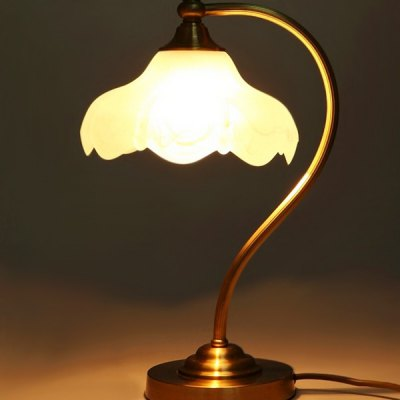 American Style Simple Copper Table Lamp 220VTable Lamps<br>American Style Simple Copper Table Lamp 220V<br><br>Available Color: Gold<br>Bulb Base Type: E27<br>Input Voltage: 220V<br>Material: Glass<br>Package Contents: 1 x Light, 1 x Assembly Parts<br>Package size (L x W x H): 33.00 x 33.00 x 52.00 cm / 12.99 x 12.99 x 20.47 inches<br>Package weight: 4.0300 kg<br>Powered Source: AC<br>Product size (L x W x H): 23.00 x 23.00 x 42.00 cm / 9.06 x 9.06 x 16.54 inches<br>Product weight: 3.0000 kg<br>Suitable for: Home Decoration, Home use