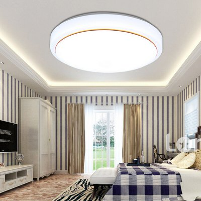 Round Modern  Ceiling Lamp with Golden Border 220VFlush Ceiling Lights<br>Round Modern  Ceiling Lamp with Golden Border 220V<br><br>Illumination Field: 10 - 15sqm<br>Package Contents: 1 x Light, 1 x Remote Controller<br>Package size (L x W x H): 42.00 x 42.00 x 7.00 cm / 16.54 x 16.54 x 2.76 inches<br>Package weight: 3.2400 kg<br>Product size (L x W x H): 41.00 x 41.00 x 7.00 cm / 16.14 x 16.14 x 2.76 inches<br>Product weight: 3.0000 kg<br>Sheathing Material: Acrylic<br>Type: Ceiling Lights<br>Voltage (V): 220V